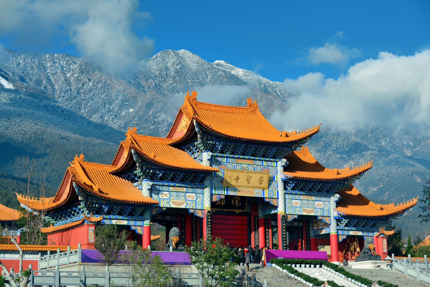 chongshengsi temple gate yunnan - China travel packages
