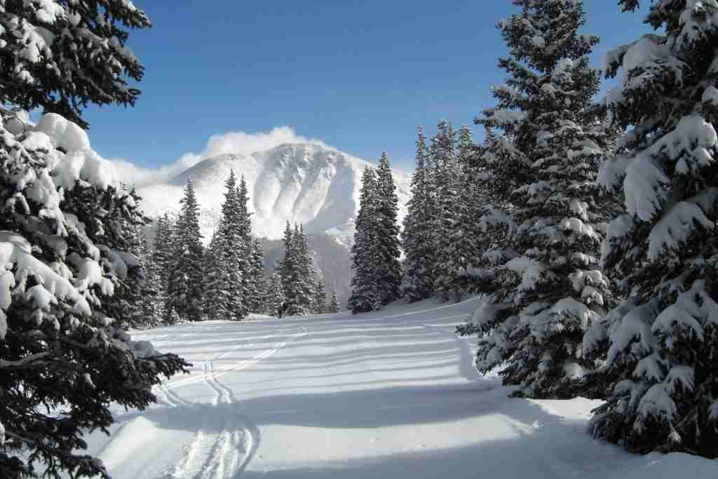 Snowy mountains of Jiling, China - China Tours