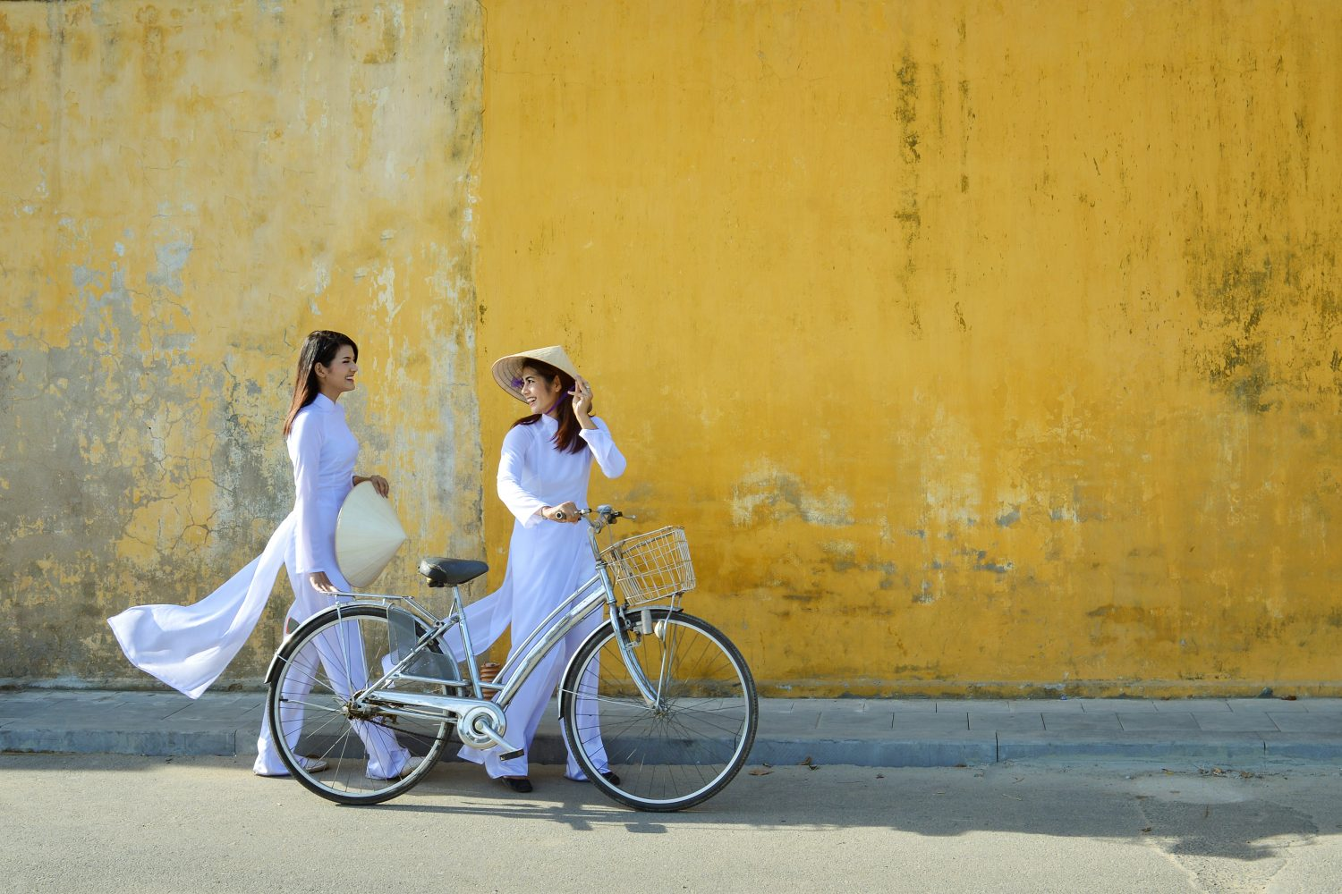 Pair of Vietnamese women - Tour Vietnam